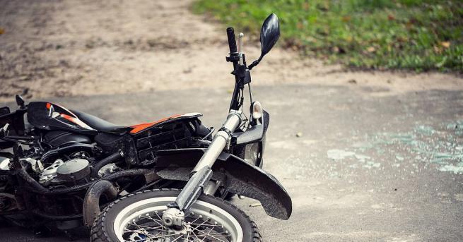 Младежи на 18 и 17 години катастрофират с откраднат мотоциклет,