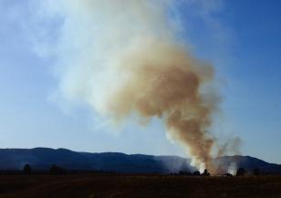 Огромен пожар гори във Франция