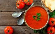 Доматена супа с поширани яйца: Вкусна идея за обяд