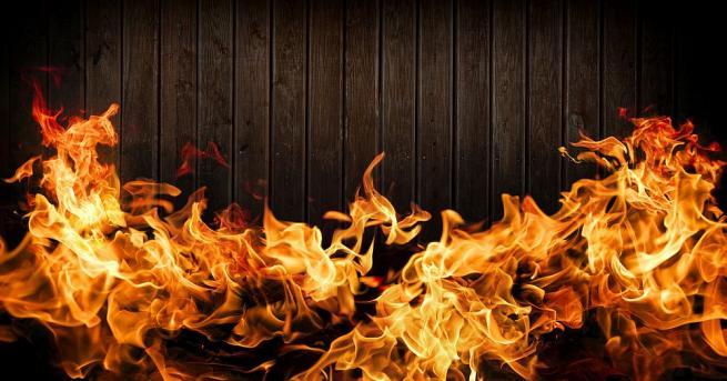 Пожар обхвана фирма за производство на мебели в Търговище. Огънят