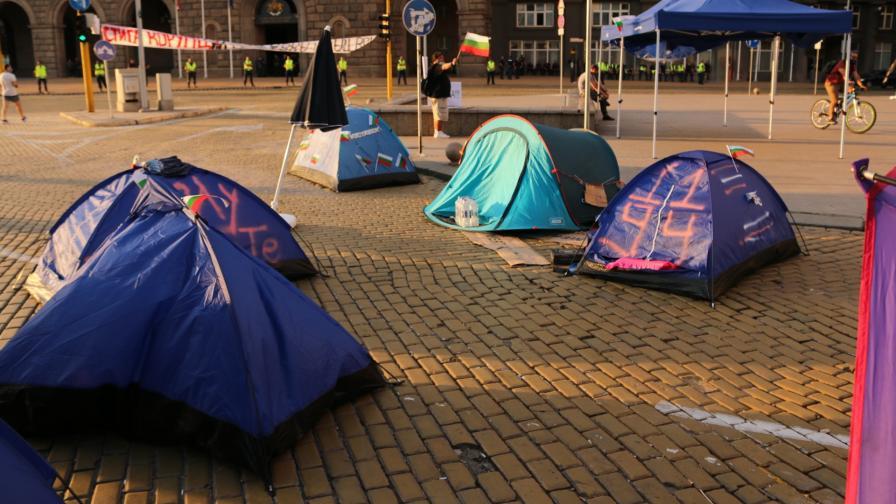 <p>София отново осъмна с палаткови лагери</p>