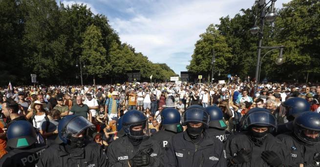 При вълната от демонстрации в Берлин срещу коронавирусните ограничения са