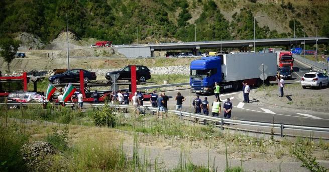 Група протестиращи опита да блокира движението по главен път Е-79