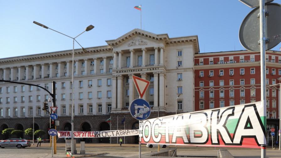 <p>Вера Иванова от &bdquo;Системата ни убива&rdquo;: Полицаите посегнаха на децата ни</p>