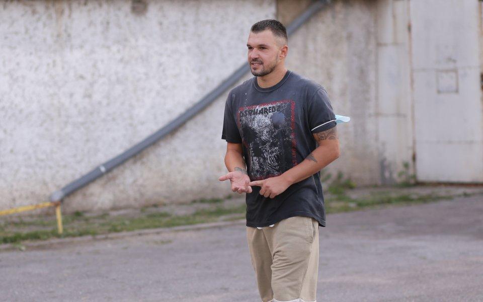 Валери Божинов се присъедини към отбора на Левски и започна