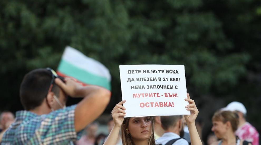 Блокада и във Варна: Протестиращи разпънаха палатки на кръстовището пред общината (ВИДЕО)