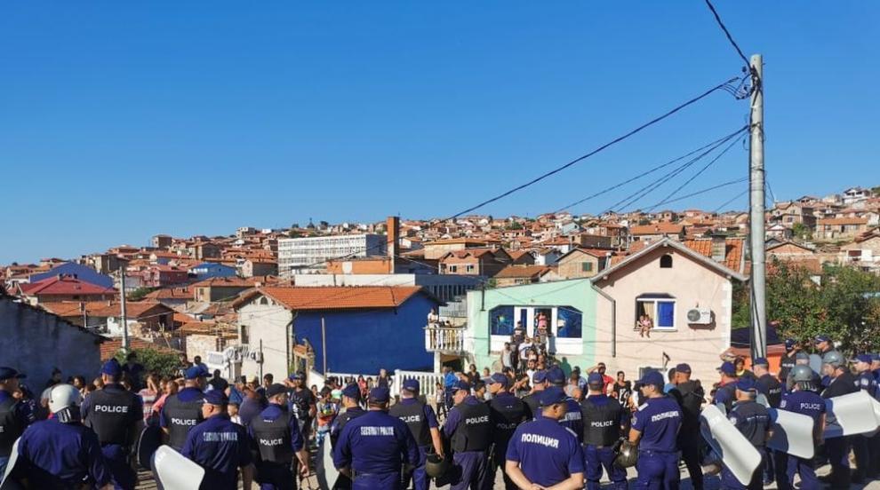 Багери влизат в ромския квартал в Стара Загора,...
