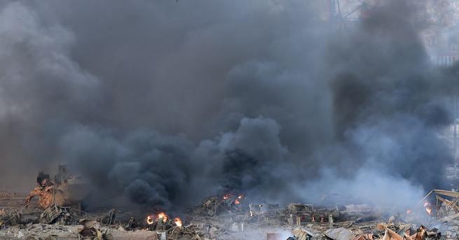 Мощен взрив разтърси района на морското пристанище в Бейрут близо