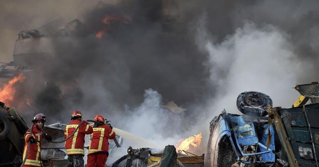 Мощна експлозия избухна в близост до пристанището в Бейрут, край