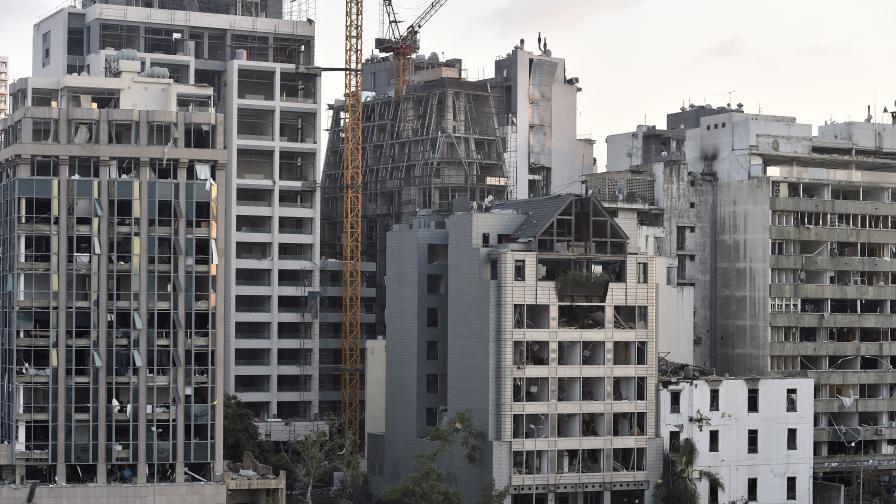 <p>Разрушени квартали, над&nbsp;100 души в неизвестност след експлозиите в Бейрут&nbsp;(видео)</p>