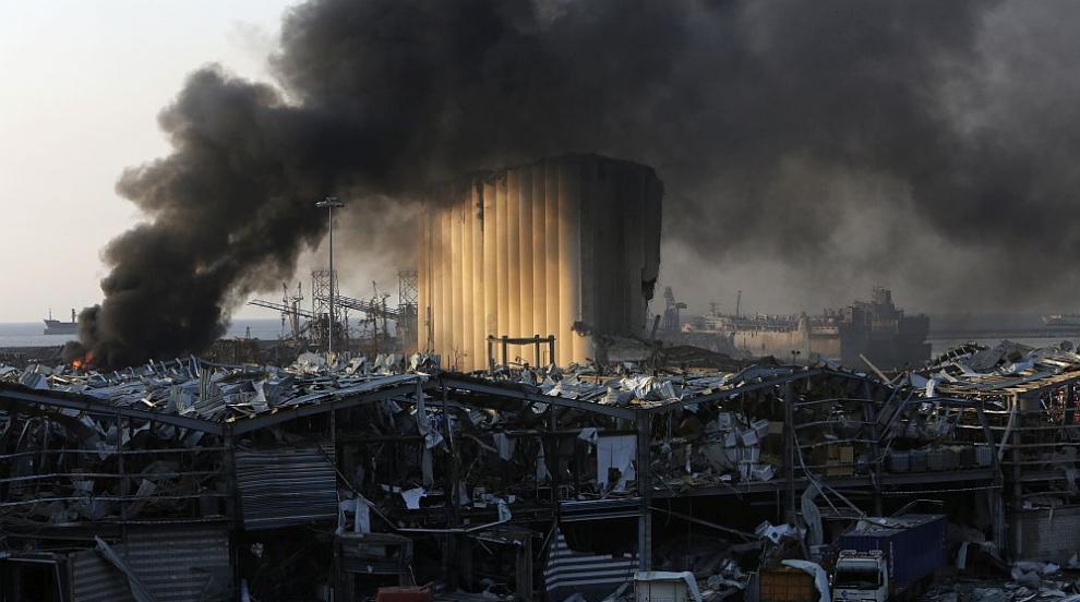 Близо сто служители на ООН са ранени при експлозията...