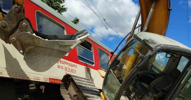 България Багер предизвика инцидент с бърз влак за София Локомотив
