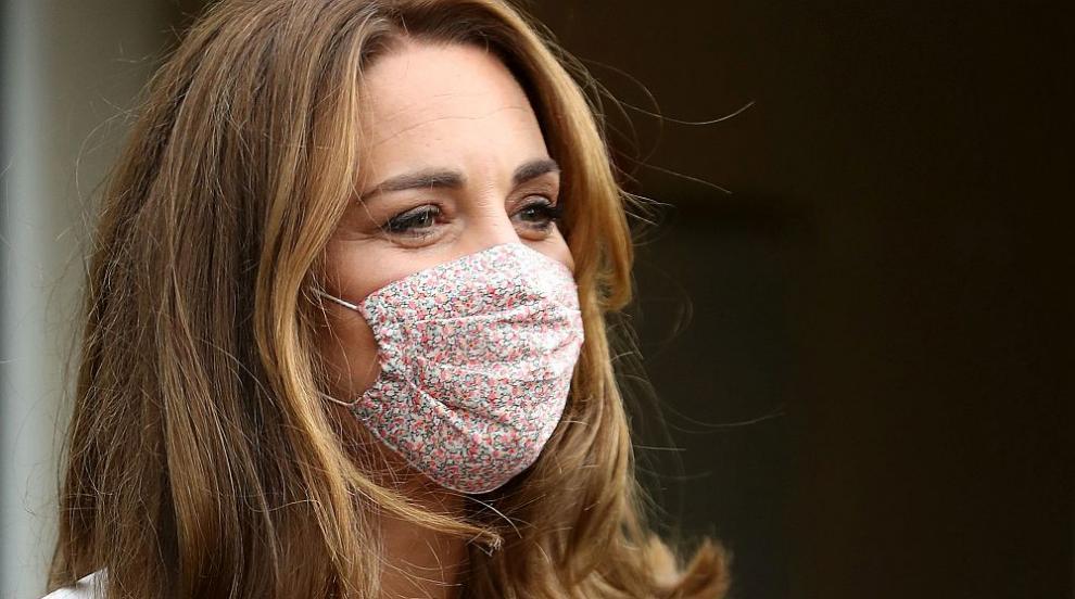 Кейт с маска на испанска дизайнерка (СНИМКИ)