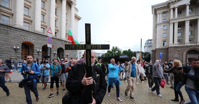 28-и ден на протести и блокади. Три кръстовища в София