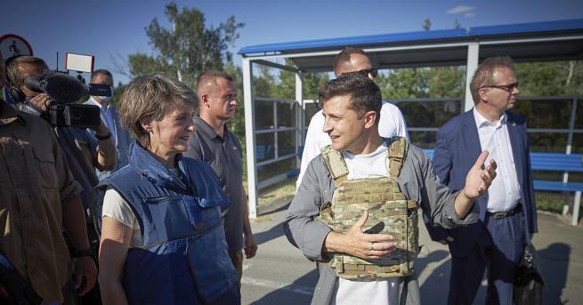Украинският президент Володимир Зеленски посети фронта в Източна Украйна и