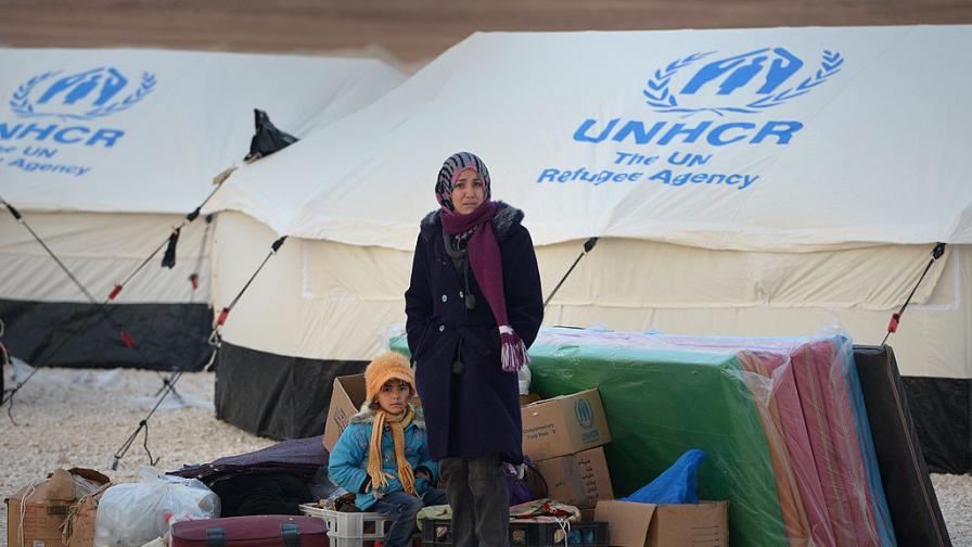 Снимката е от 2013 г. и показва сирийски бежанци, пристигнали в бежански лагер в Йордания