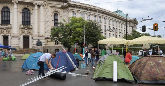 България Протестиращите се укрепиха на Орлов мост, блокада и пред
