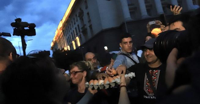 МВР пусна кадри от вчерашния протест в столицата. Без напрежение