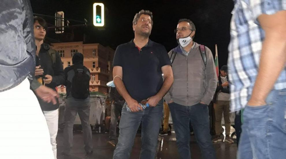 Докладват на Христо Иванов за разговор с Маджо, той:...
