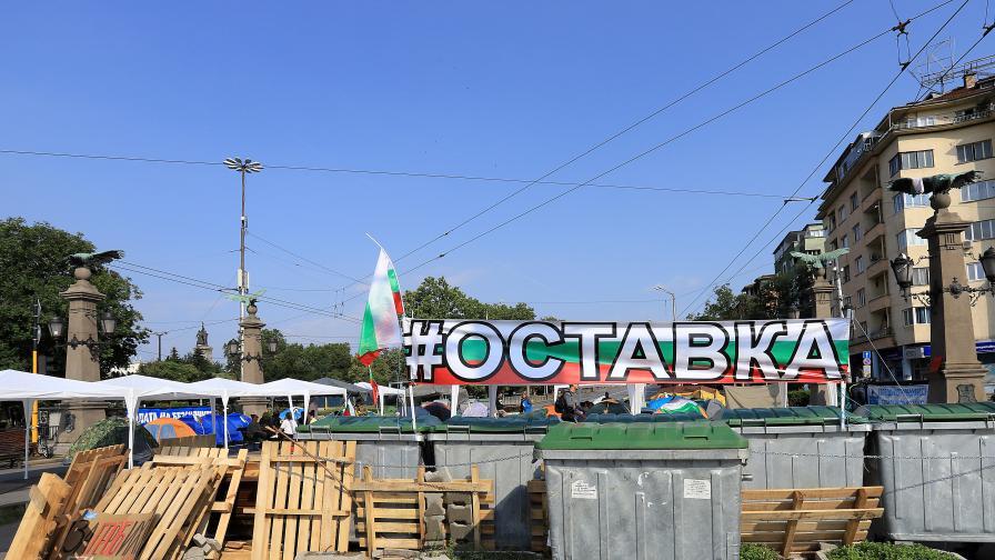 <p>Блокади в София, шествия към &quot;Калотина&quot; и &quot;Кулата&quot;</p>