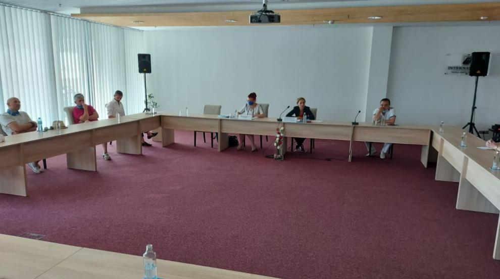 Николова на спешна среща с представителите на...
