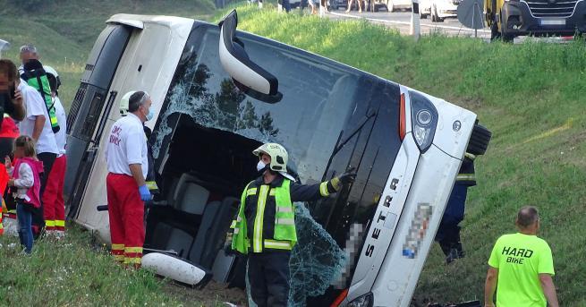 Свят Катастрофа при връщане от България на автобус с туристи