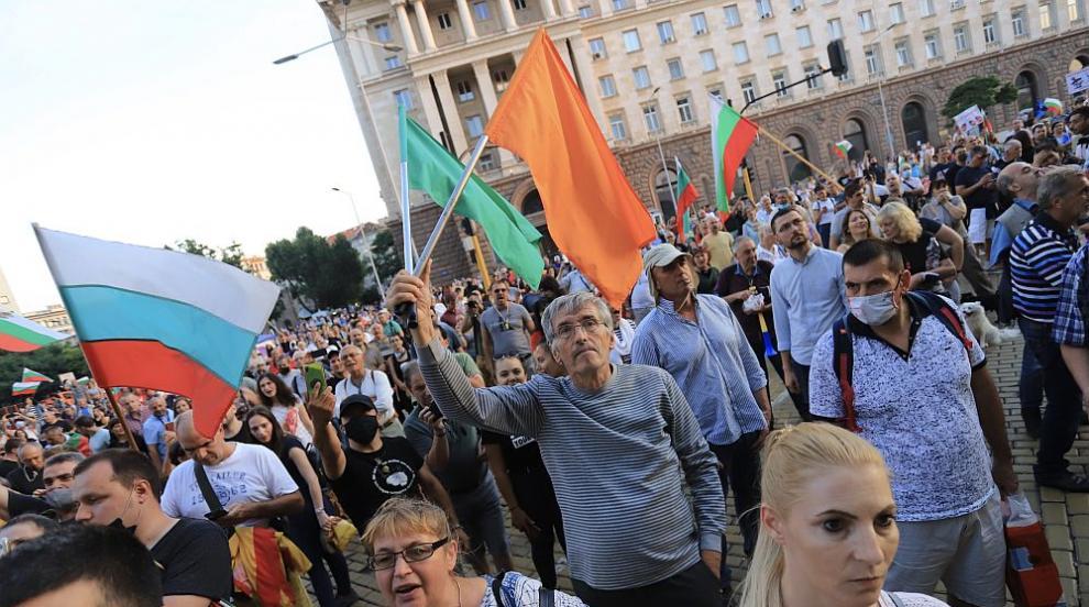 Протестите в София продължават (СНИМКИ)