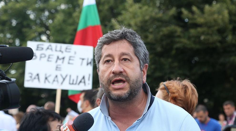 Кирил Радев, човекът с въпросите, недоволен от отговорите: Христо, кажи си, хората ще те разберат