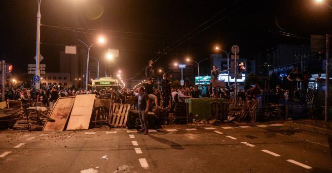 Свят Втора нощ на кървави сблъсъци в Беларус Един протестиращ