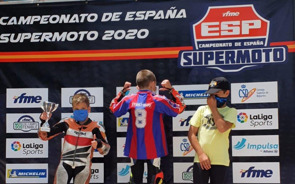 10-годишният българин Николай Николаев е звездата на състезанията Супермото в