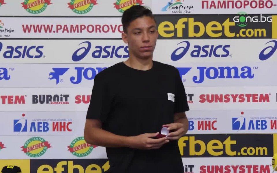 Халфът на Славия Филип Кръстев бе награден за футболист на
