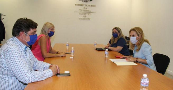 Вицепремиерът и министър на туризма Марияна Николова е провела работна