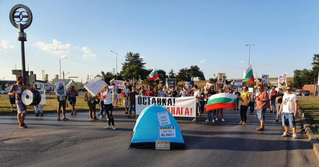 """Протестиращи в Русе блокираха движението към ГКПП """"Дунав мост"""", предава."""