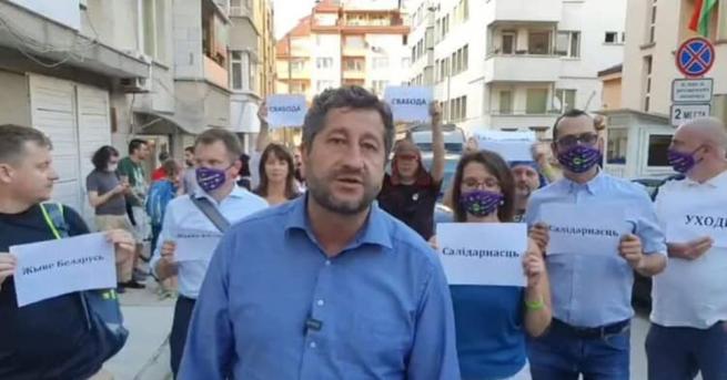 Христо Иванов заведе група от Да, България на протест срещу
