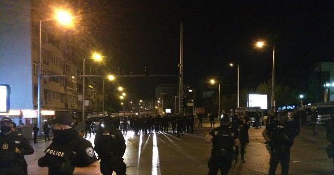 Нова блокада в столицата се появи късно снощи. Протестиращи блокираха