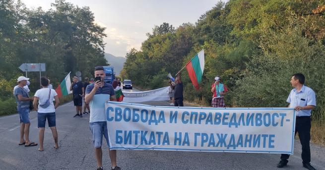 България 37-и ден протест: Нови блокади в страната Остава блокадата