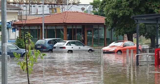 Мощна буря удари Благоевград. Поройният дъжд, изсипал се над Благоевград,