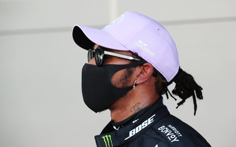 Люис Хамилтън ще стартира първи в Гран при на Барселона,
