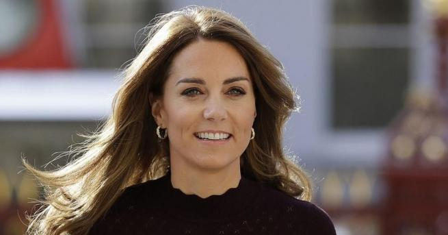 Херцогинята на Кеймбридж Кейтполучи кралска титла, когато се омъжи за