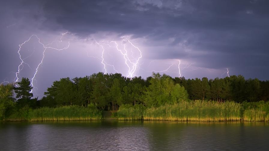 <p>Опасно време в четири области днес</p>