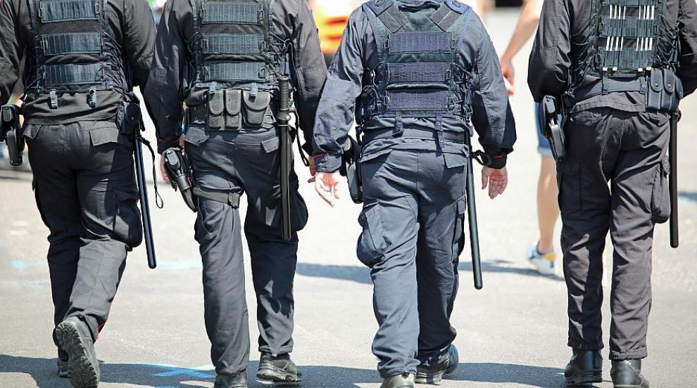 И полицаите от Благоевград протестират за достойно...