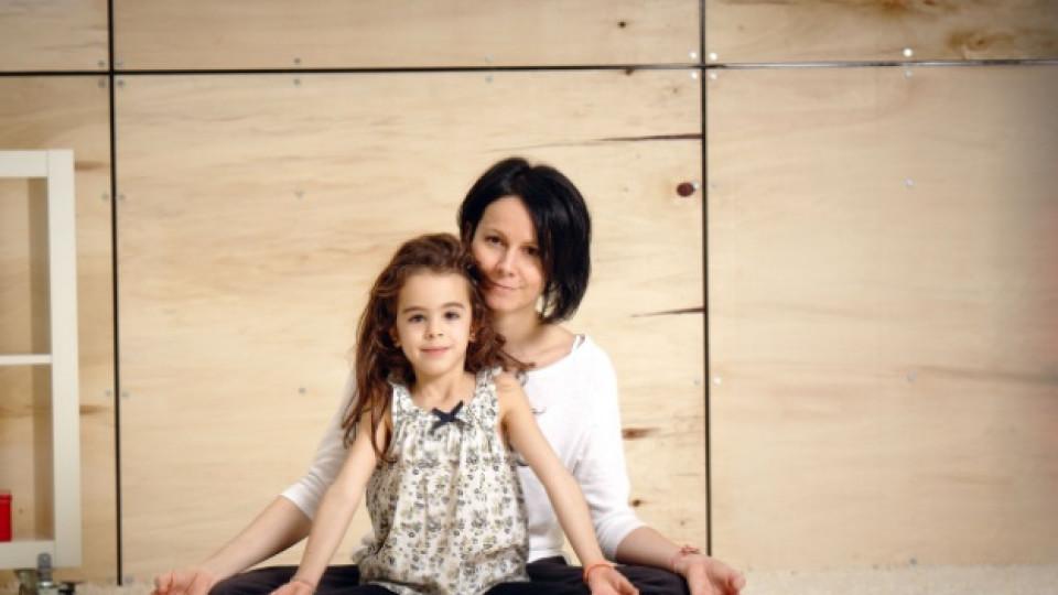 Нели и нейната 7-годишна дъщеря Тина