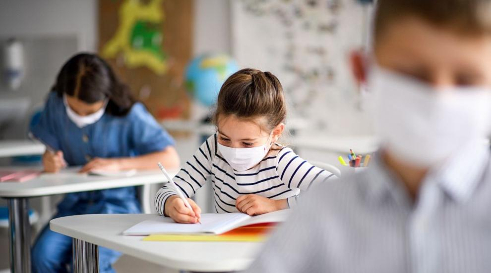 Тестват за Covid-19 деца от школото със заразените...