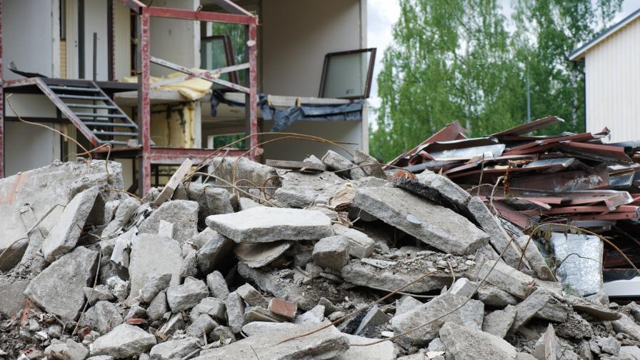 Експлозия срути жилищна сграда в Ереван