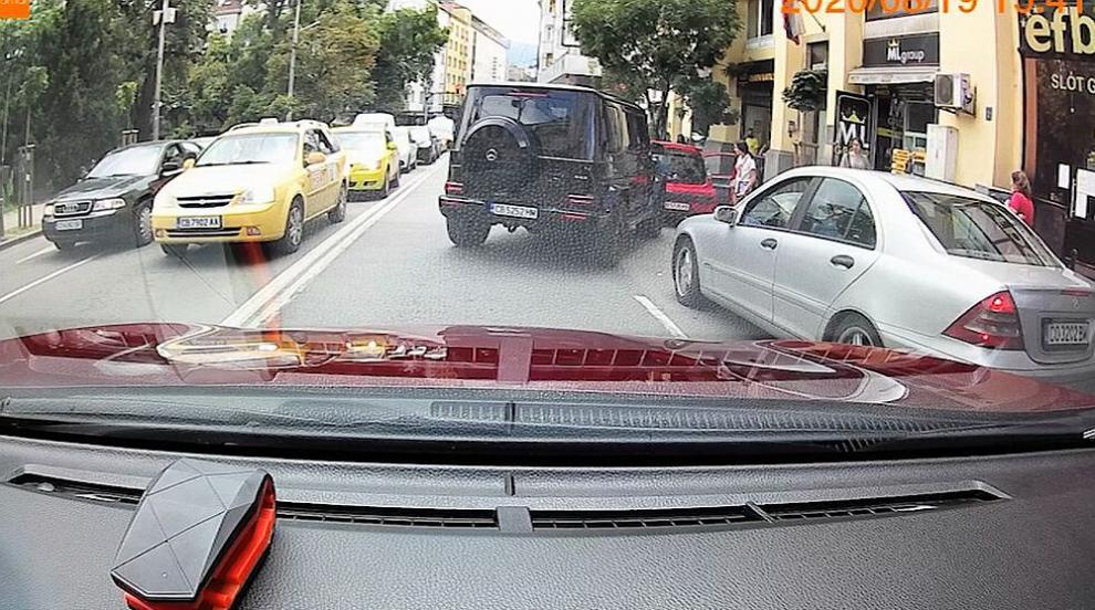 Шофьорът на G класата, блъскал друга кола в София,...