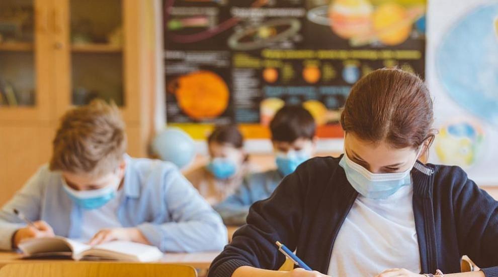 Превантивно: Софийска гимназия минава на онлайн...