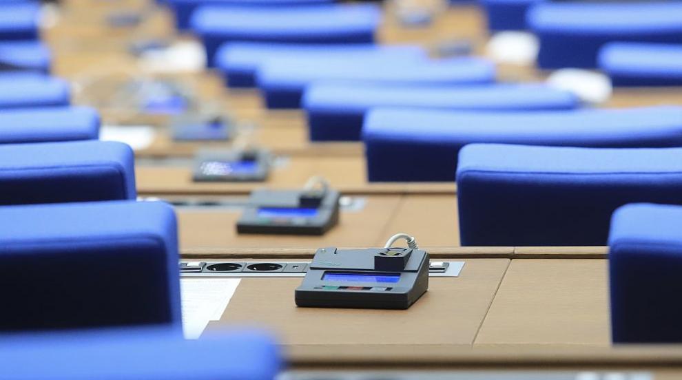 Липса на кворум отложи създаването на комисия за...