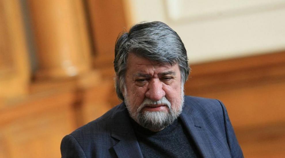 Вежди Рашидов извая бюст на Лъчезар Цоцорков в...