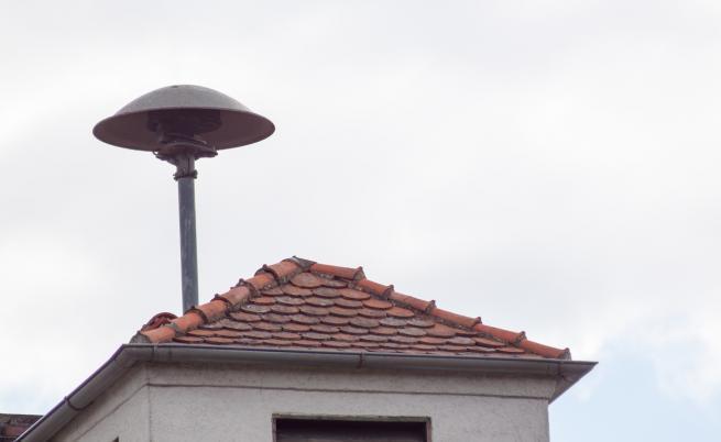 Сирена върху покрив на къща в Германия