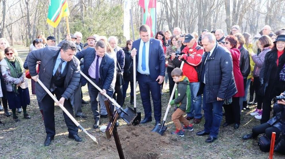 В Русе горди със своя 4-метров паметник на Левски